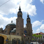 In der orthodoxen Kathedrale finden gleich mehrere Hochzeiten statt