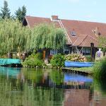 und idyllische Dörfer am Ufer