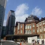 Der Ziegelsteinbau erinnert stark an den Bahnhof in Amsterdam