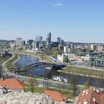 Blick von oben auf den neuen Teil der Stadt Vilnius mit seinen Glaspalästen