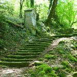Nun ist Kondition gefragt. Über steile Treppen geht's hinauf....