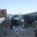 Mit einer Rolltreppe geht es hinauf in den elften Stock mit beeindruckender Aussicht über Kyoto