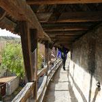 Demutshaltung ist erforderlich beim Gang über die mittelalterliche Stadtmauer