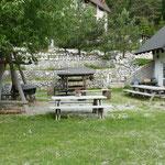 Ein netter Campingplatz mit Familienanschluss. Hier wird abends gegrillt
