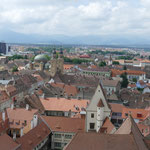 Von oben bieten sich wunderbare Aussichten auf die Stadt und die Berge der Karpaten