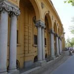 Eines der berühmten Thermalbäder Budapests findet sich im Park