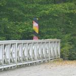 Die Wege im Park sind grenzübergreifend. Mal spaziert man in Polen, dann wieder in Deutschland