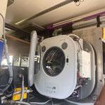 Der erste Einbau-Veruch. Leider nicht bedacht, dass das Gehäuse noch drauf muss und der Boiler im Weg ist. Also Kommando zurück!