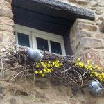 Ostern steht vor der Tür und die Dekorationen an den Häusern sind eine Augenweide