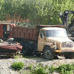 Alt aber bewährt. Auch dieser Tatra transportiert noch Holzstämme