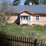 Wunderschöne Holzhäuser im skandinavischen Stil finden sich im Kapitänsdorf Käsmu