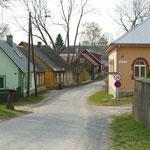 Das kleine Dorf Kallaste mit bunten Häusern