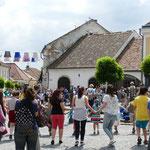"""Fröhliches """"Ringelreihen"""" auf dem Marktplatz"""