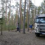 Die estnische Forstverwaltung RMK betreibt etlicher solcher naturnaher Zelt- und Campingplätze. Umsonst und gratis