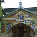 Wunderschöne Mosaiken an der Friedhofskapelle - in der Krypte ist es eher gruslig. Hier lagern die Schädel von Mönchen....