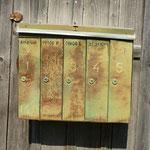 Und der Briefkasten an einem der Holzhäuser