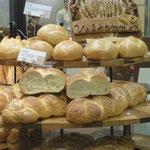 """Es gibt auffallend viele Bäckereien mit Backwaren im """"western style""""."""