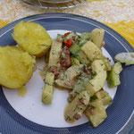 Et voilá - Schmorgurken mit Schmand, Speck und Kartoffeln. Lecker!
