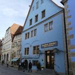 Unser Streifzug durch die romantischen Gassen von Rothenburg ob der Tauber wird von Sonnenschein begleitet