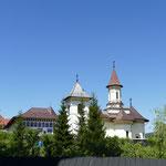 Die benachbarte Kirche gehört zum neu erbauten Nonnenkloster
