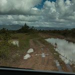 """....die kleine """"Pfützen"""" links wurden zum Verhängnis - der Weg hängt stark nach links...."""