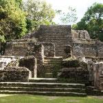 diese imposante Mayastätte war über 3.000 Jahre bewohnt...