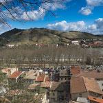 ...die Steilhänge der Rhone-Weinberge wo die edelsten Tropfen Frankreichs reifen...
