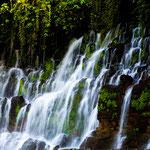 dieser wunderschöne Wasserfall entspringt als Quelle mitten im Berg....