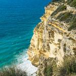 ...und grandiosen Steilküste...