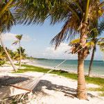 ....und tollem weißen Sand mit türkisblauem Wasser - Karibik eben....