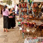 Tolle Marktstände an der Kirche Santo Domingo
