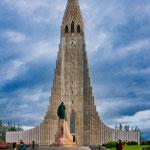 ...die Halgrimskirkja und Statue von Leif Eriksson...