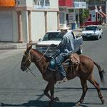 Ein mexikanischer Cowboy mit Handy!!