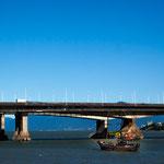 Fast 1 Million Einwohner (plus die Touristen) fahren über diese einzige Brücke - Verkehrschaos ist die Regel...