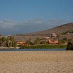 Die Lagune und im Hintergrund das Hotel / Restaurant Posada La Poza