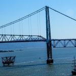 ...Scheinbar versucht man diese alte Hängebrücke wieder in Betrieb zu nehmen...