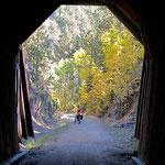 Diese alten und völlig dunklen Tunnels muss man durchqueren