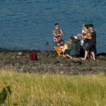 ...eine argentinische Musikgruppe trainiert am Strand...
