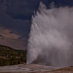 ....und der gewaltige Ausbruch mit über 50m hohen heißen Fontänen
