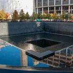 """...Denkmal an die ehemaligen Hochhäuser am """"Ground Zero""""..."""
