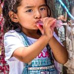 ...die ganz jungen Grazien genossen ihr Wassereis...