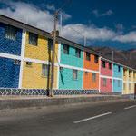 ...bunte und teilweise skurrile Häuser von Juan Lopez...