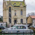 ...man findet Bauwerke aus dem Mittelalter neben Jugendstil Architektur....