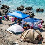 ...ein chilenisches Zeltcamp - teilweise einfache Abdeckplanen...