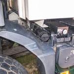 Die Reglerbox der der Reifendruckanlage von Fa. PTG (neben dem Batteriefach)