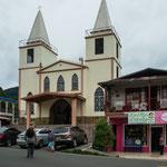 ....diese katholische Kirche ist von 10 protestantischen umringt.....