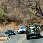 Immer wieder begleitet uns das Militär (nur zur Sicherheit!!)