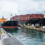 ....Containerschiffe wie Hochhäuser.....