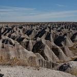 Badlands: Bizarre Formationen und tolle Farbschattierungen