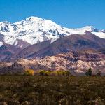 Das tolle Bergmassiv markiert die Grenze zu Chile...